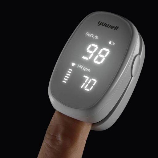 Pulse Oximeter Oxymeter Finger tip Yuwell YX102 di Perkasa Medika Malang (5)